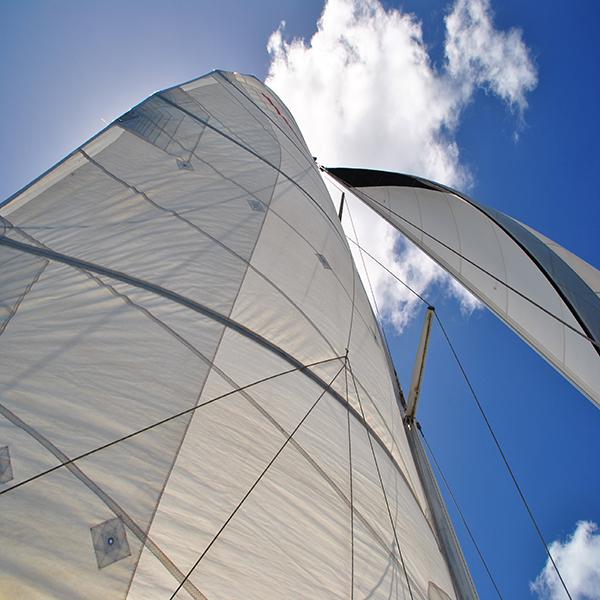 Reparation af sejl forlænger levetiden markant